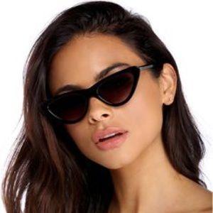 Windsor Paws up black sun glasses